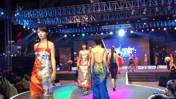 kimono dress fashion show last walking